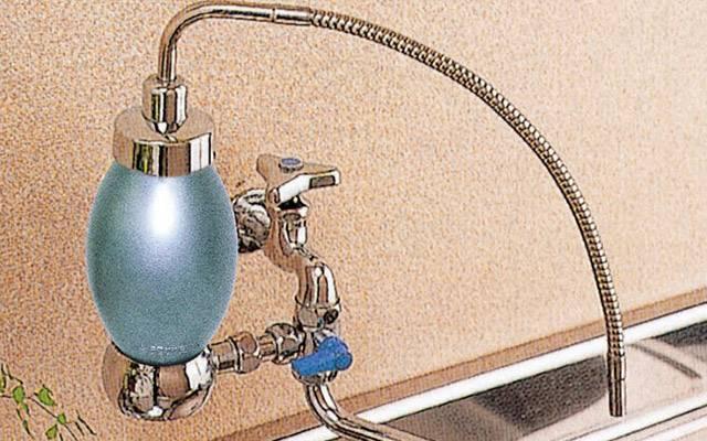 インテリア浄水器|ヤスガラを原料とした抗菌銀活性炭と1/1000ミリのミクロフィルターが有害物質を除去、 浄水処理能力73000リットルあり業務用としても使用できる高性能インテリア浄水器
